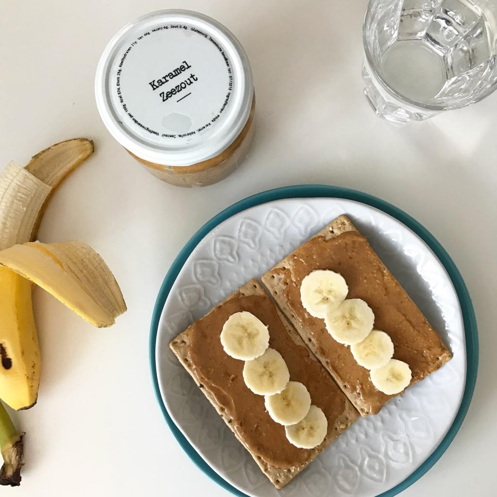 cracker pindakaas banaan