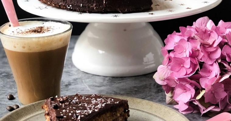 Worteltaart met Chocolade Frost
